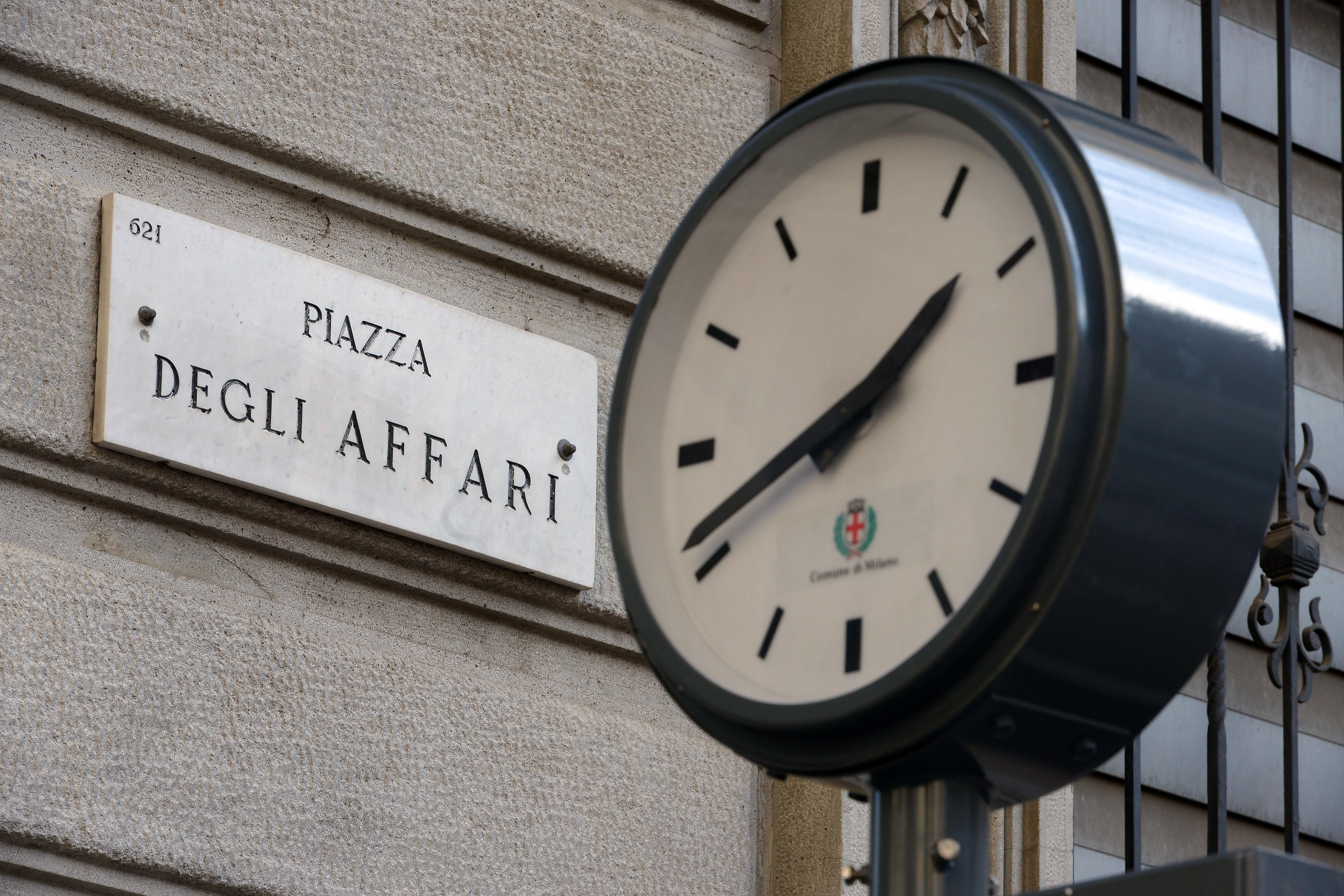 de2b6361f6 Borsa: apertura in calo per Milano, spread a 254 punti base - AGV